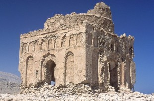 Oman_Sur_BibiMaryamTomb